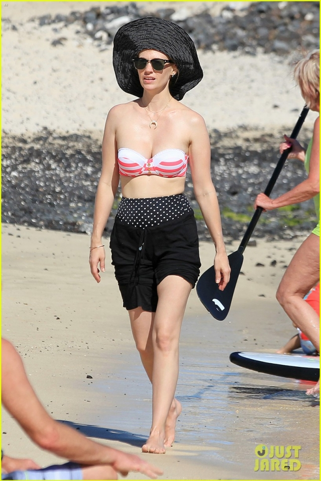 january-jones-rocks-bikini-during-hawaii-vacation-05