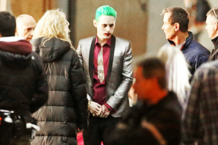 jared-leto-fights-kisses-margot-robbie-in-suicide-squad-05