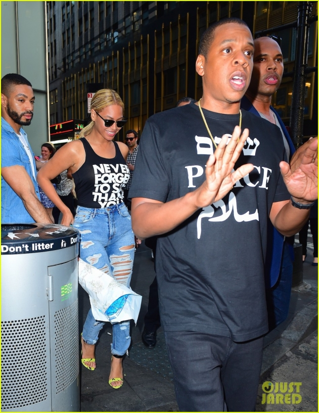jay-z-bought-game-of-thrones-prop-for-beyonce-03
