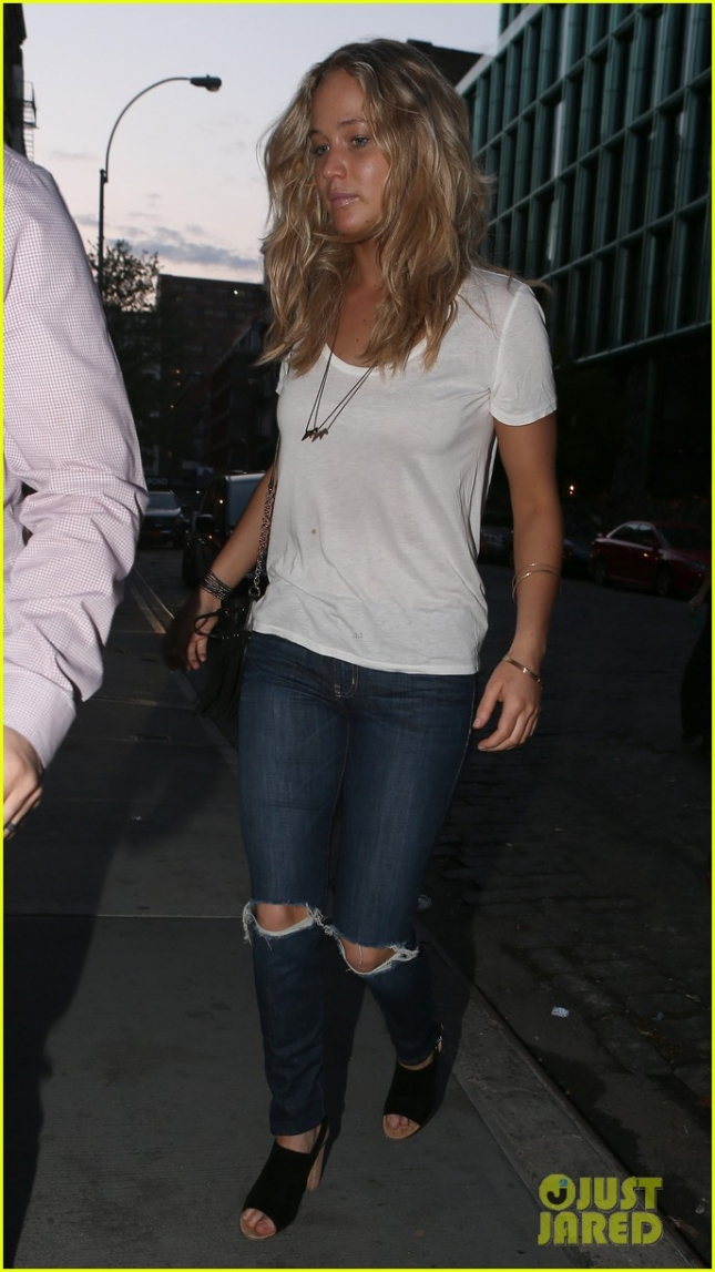 Jennifer Lawrence Goes Casual in T-Shirt, Ripped Jeans & Barely-There Makeup