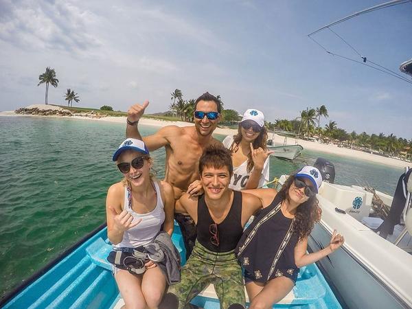 Jennifer-Lawrence-Vacation-Mexico-May-2015