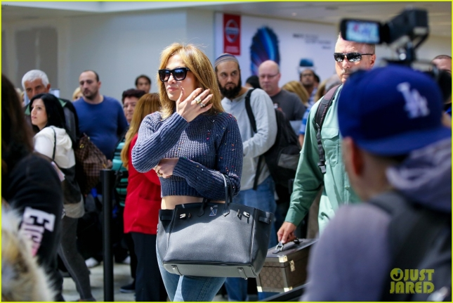 jennifer-lopez-gets-confetti-bombed-at-lax-airport-07