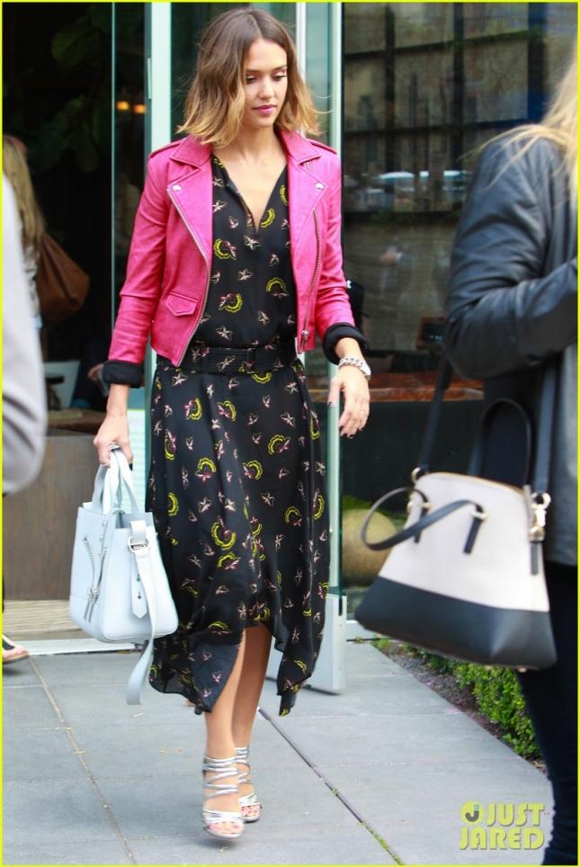 Джессика Альба отправилась на покупками в Западном Голливуде