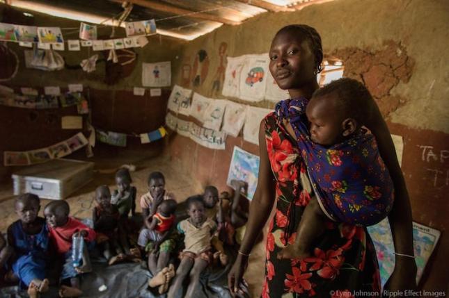 Мария, воспитатель и учитель в Карамойе, создала безопасный блиндаж для матерей и детей в сельском районе Уганды. Она спасает девочек от раннего принудительного брака, просвещая их и давая знания о том, что не во всех странах мира это принято, и что в этом нет ничего хорошего. Она рассказывает девочкам и их мамам, что в мире есть места, где женщины могут учиться и спокойно получать образование без притеснения. Мария скрывается от старейшин села, потому что ее могут попросту убить мужчины.