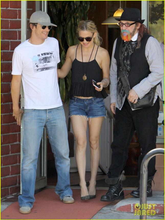 Кейт Хадсон с братом и их общим другом