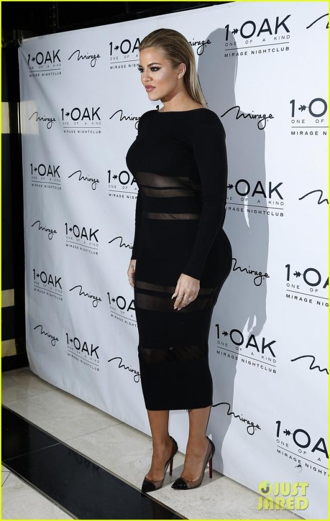 khloe-kardashian-hosts-memorial-day-weekend-party-in-vegas-07