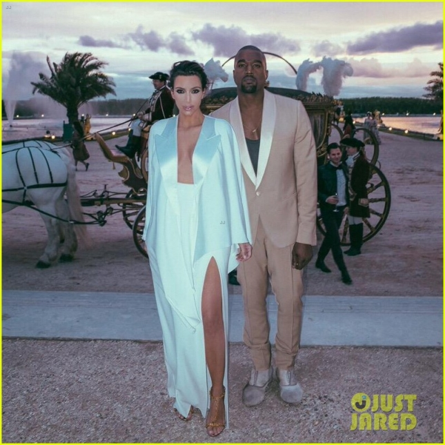 kim-kardashian-celebrates-anniversary-with-throwback-wedding-photos-01