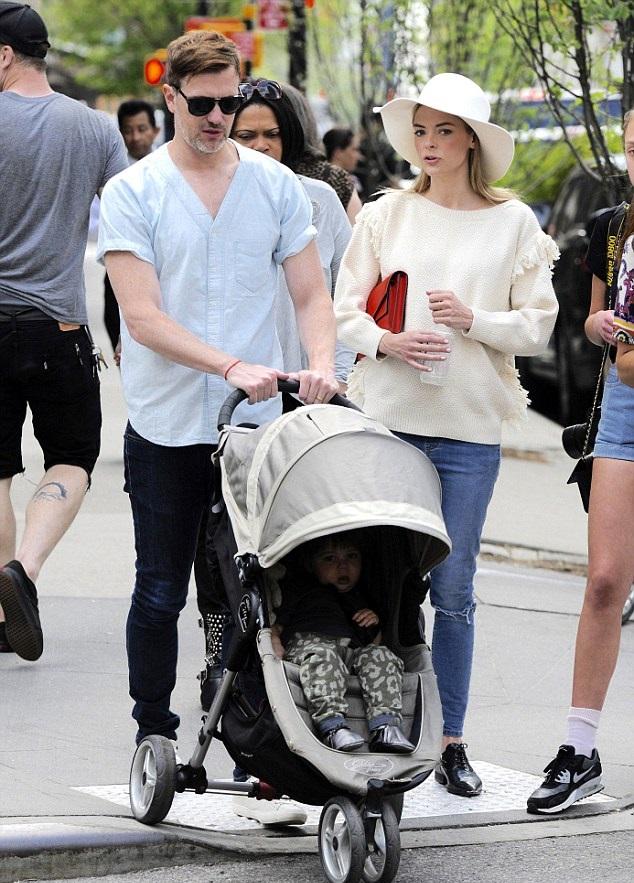 Джейми с мужем Кайлом Ньюманом и сыном