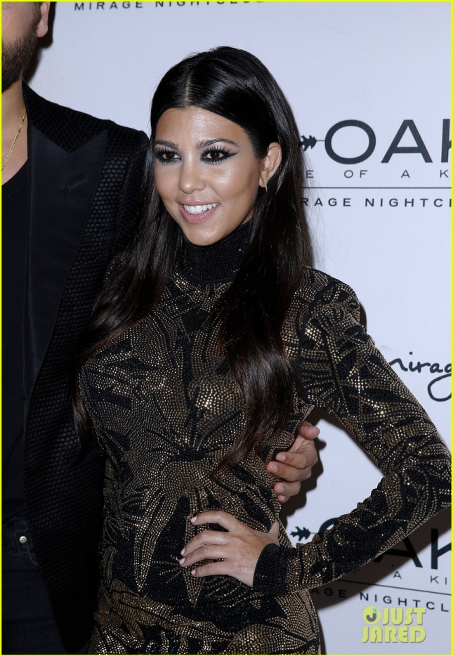 kourtney-kardashian-joins-scott-disick-for-birthday-02