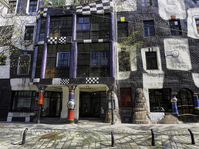 Кунстхаус в Вене (Дом искусств) — здание, где дислоцируется постоянная выставка работ и проектов автора. Здание 1892 года ранее было мебельной фабрикой, затем художник реконструировал его. Здание находится в километре от дома самого архитектора.