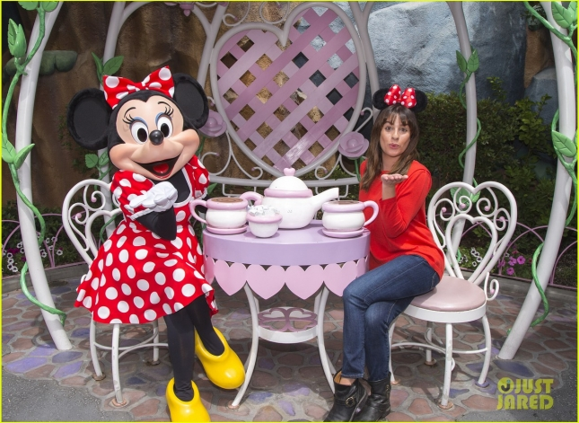 lea-michele-minnie-mouse-bday-chris-colfer-walk-in-rain-01