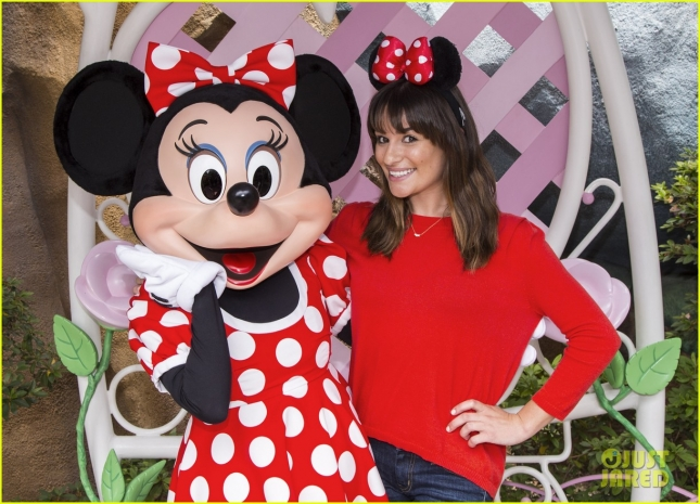lea-michele-minnie-mouse-bday-chris-colfer-walk-in-rain-03
