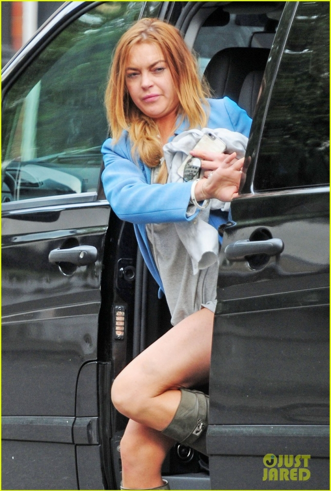 lindsay-lohan-start-community-services-hours-at-preschool-06