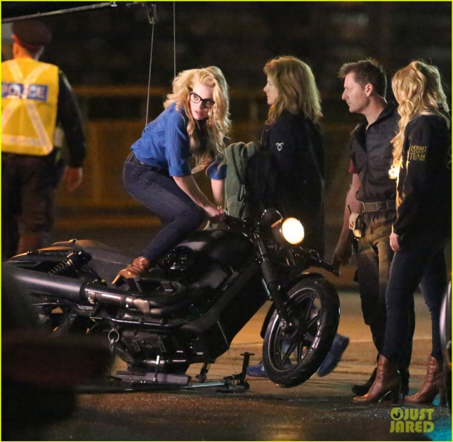 margot-robbie-does-her-own-intense-suicide-squad-stunts-05