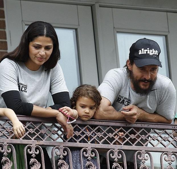 Мэттью МакКонахи с женой и дочкой