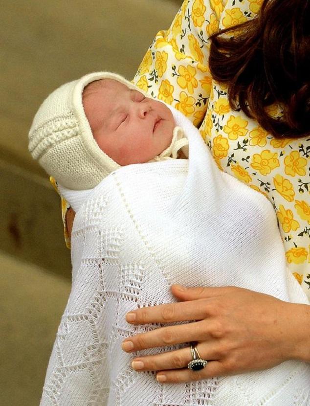 Герцогиня Кэтрин и принц Уилльям с новорожденной