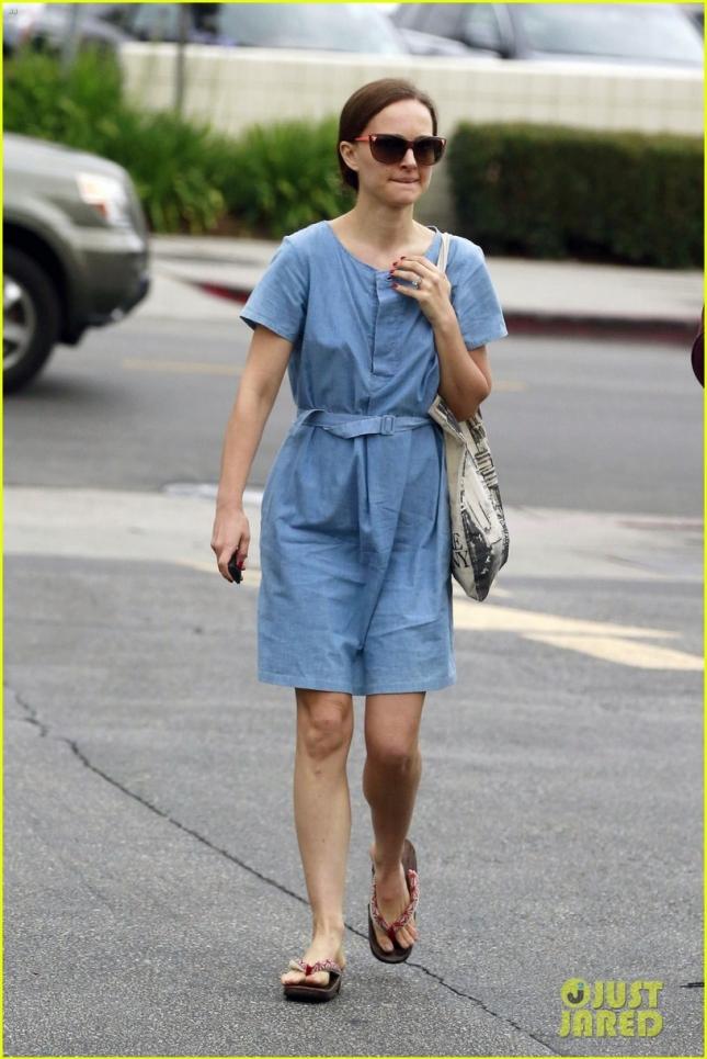 EXCLUSIVE: Natalie Portman seen leaving The Oaks Gourmet in Los Feliz
