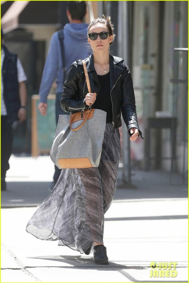 Оливия Уайлд в любимом макси-платье занимается шоппингом в Нью-Йорке