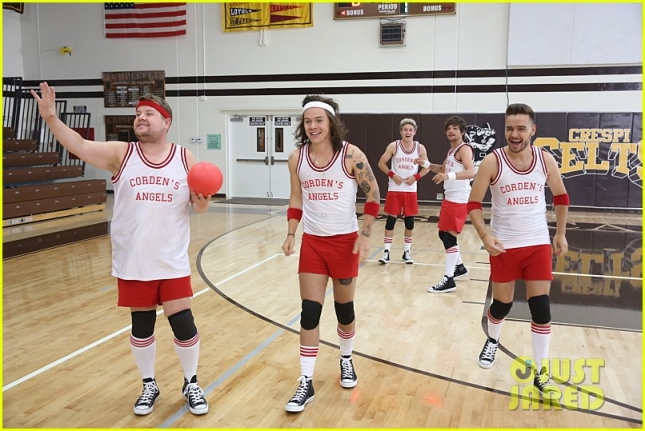 one-direction-dodgeball-late-late-show-01