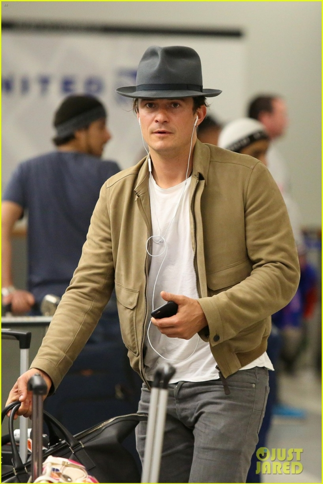 orlando-bloom-jets-back-to-los-angeles-after-three-weeks-away-06