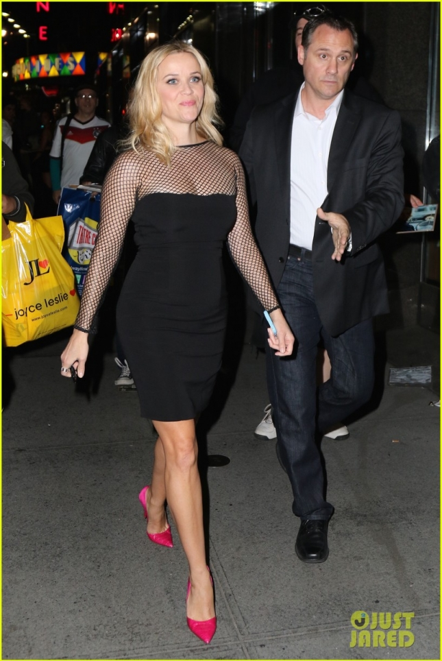 Reese Witherspoon signs autographs for fans as she arrives to Ruby Foos for 'Saturday Night Live' afterparty after hosting the show this evening in NYC