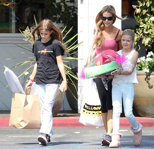 Дениз Ричардс с дочками