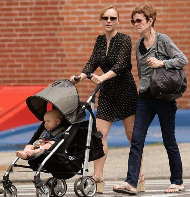 Кристина Риччи с сыном и мамой