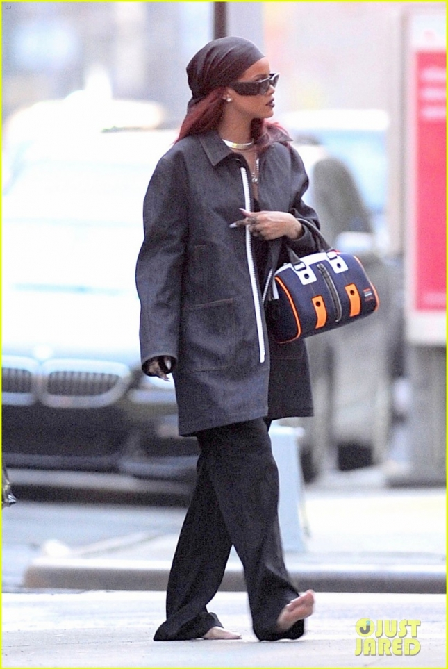 Rihanna seen returning to her apartment barefooted after performing and partying at SNL in NYC