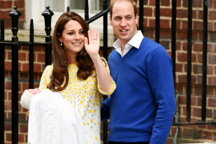 royal-baby-girl-first-appearance-with-kate-middleton-prince-william-01