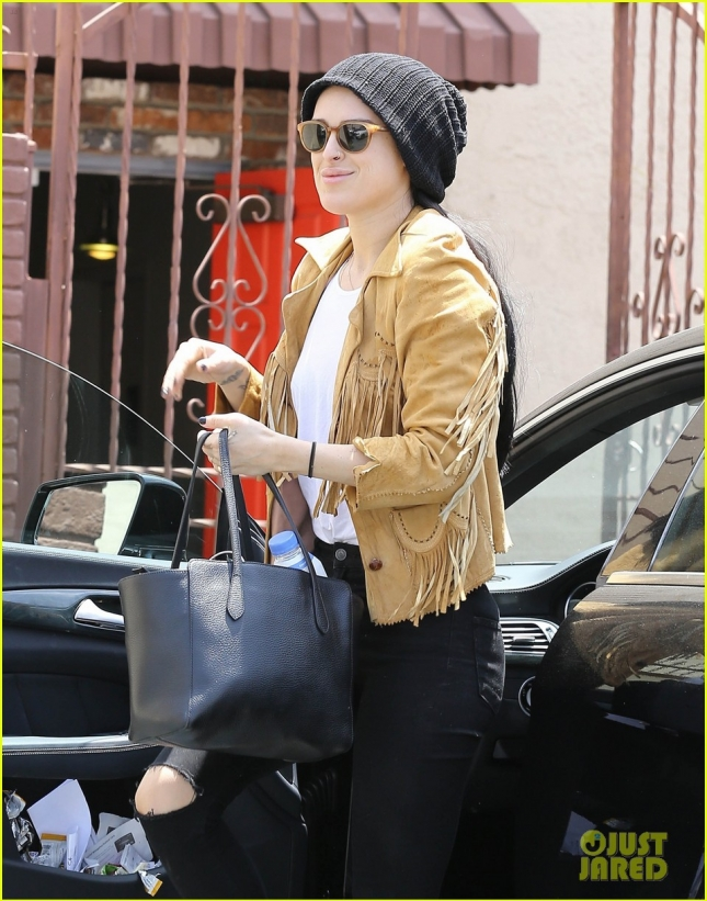Rumer Willis Stops By The 'DWTS' Rehearsal Studio