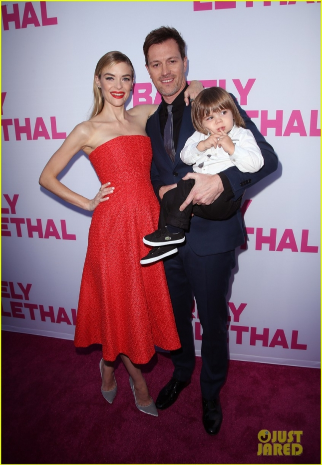 Джейми Кинг с мужем-режиссёром Кайлом Ньюманом и сыном Джеймсом