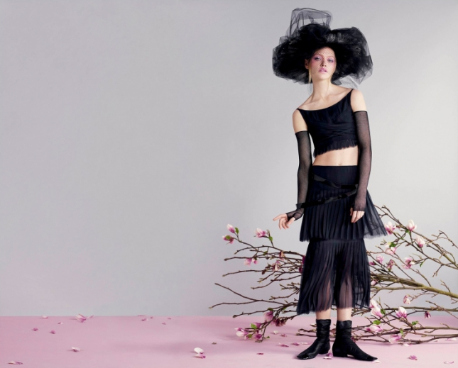Саша Пивоварова в фотосессии для V Magazine