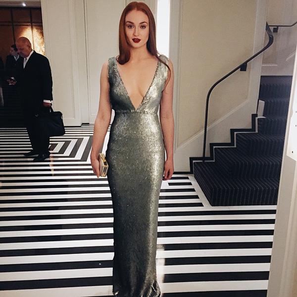Софи тернер платье