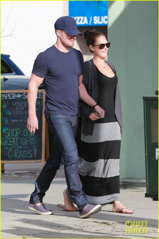 Стивен Амелл и его жена Кассандра Джин прошлись по магазинам в преддверии Дня рождения актёра (Стивену исполнилось 34)