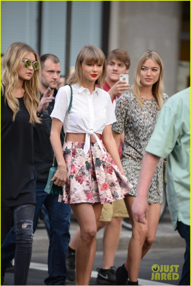 taylor-swift-accepts-her-not-overly-sexy-public-image-02