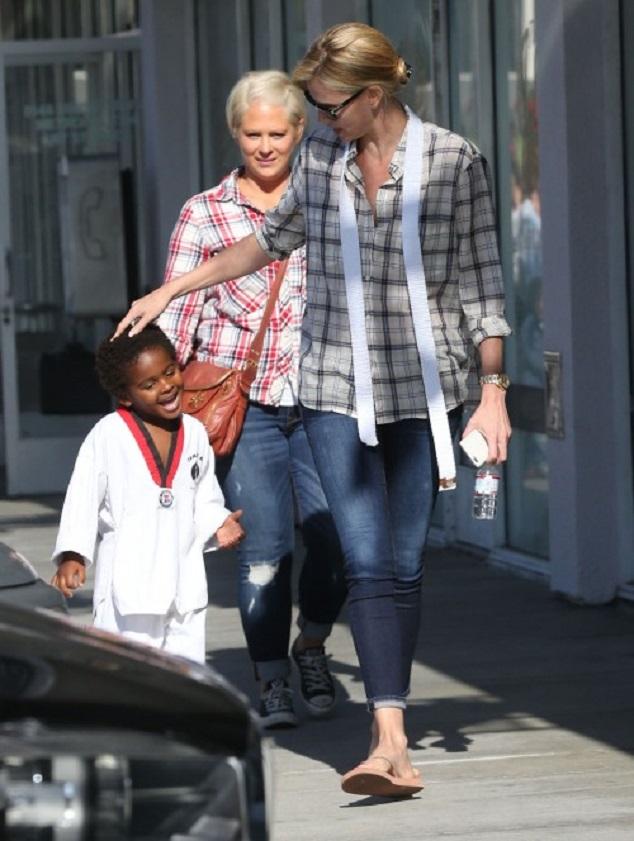 Шарлиз Терон и Джексон в Западном Голливуде 20 мая