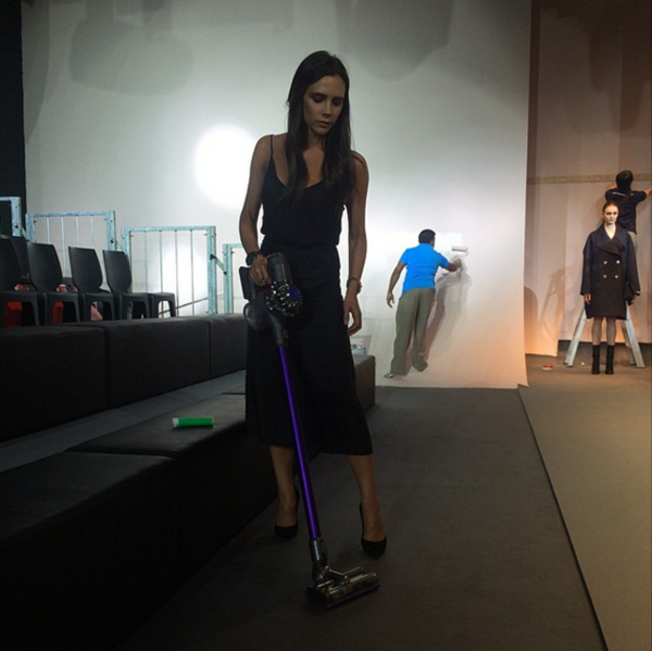 victoria-beckham-hoovers-like-a-pro