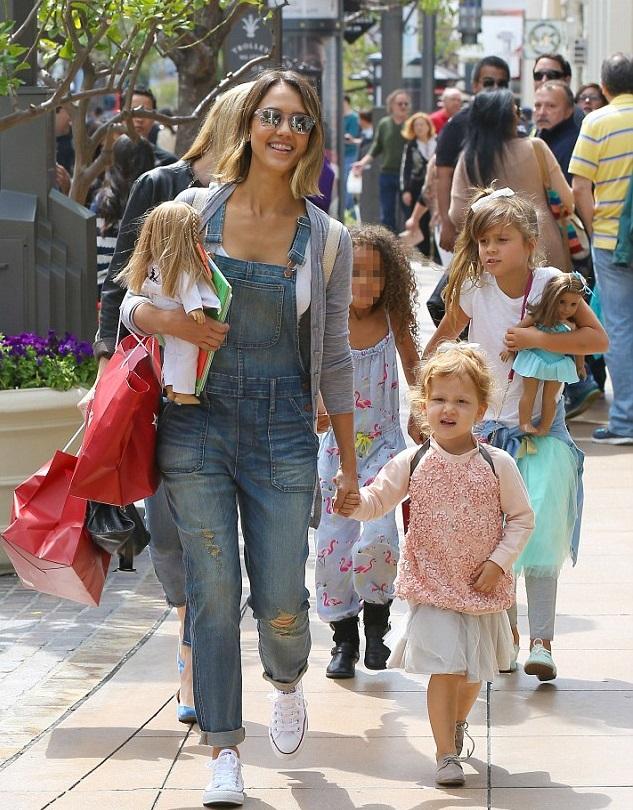 Джессика Альба с дочками