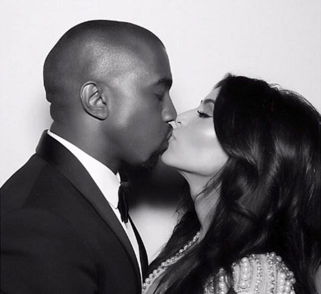 Ким Кардашьян и Канье Уэст -фото из Instagram Ким