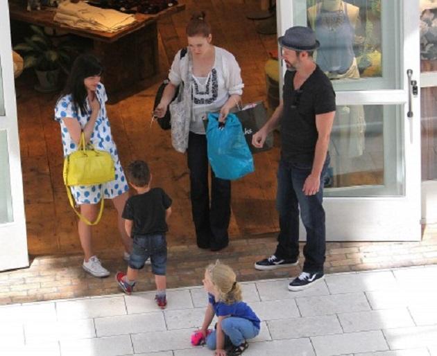 Эми Адамс и Даррен Ле Галло с дочерью и Сельма Блэр с сыном Артуром