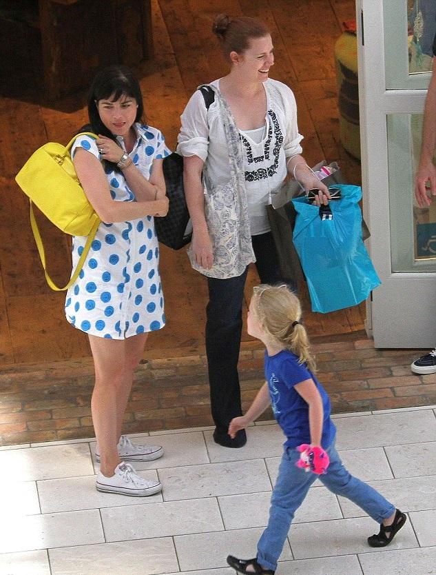 Эми Адамс с дочерью и Сельма Блэр