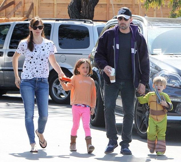 Дженнифер Гарнер и Бен Аффлек с детьми