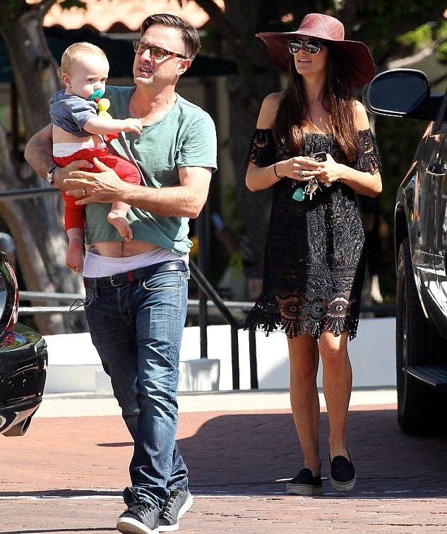 Дэвид Аркетт с женой Кристиной Макларти и сыном