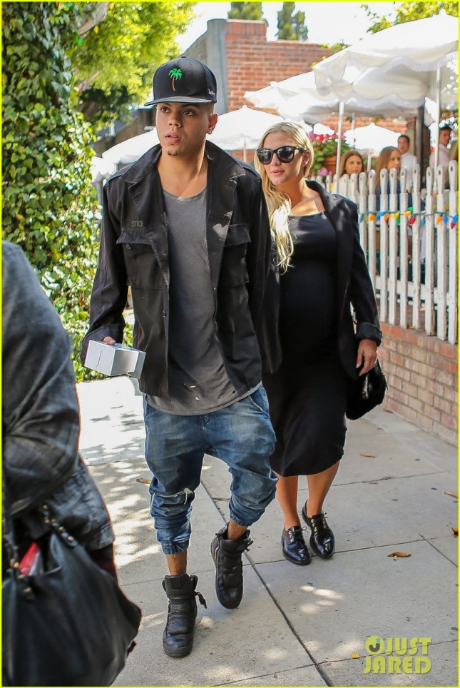 ashlee-simpson-evan-ross-pregnant-ivy-01