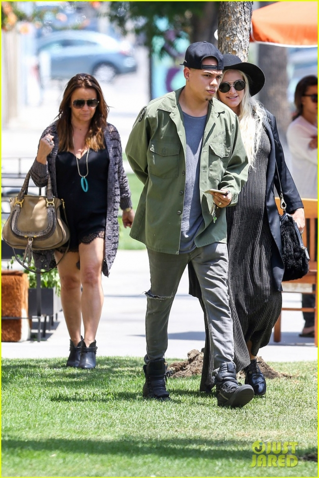 Ashlee Simpson and Evan Ross have a family lunch at Barrel and Ashes