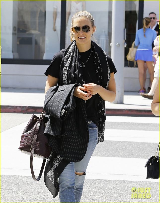 Bar Refaeli Shopping In Beverly Hills