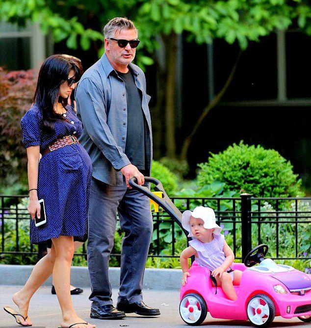 Алек и Хилария Болдуин с дочерью