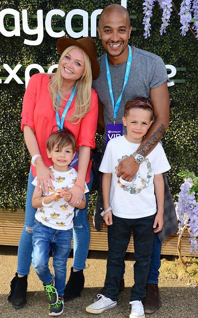 Эмма Бантон и Джейд Джонс с сыновьями