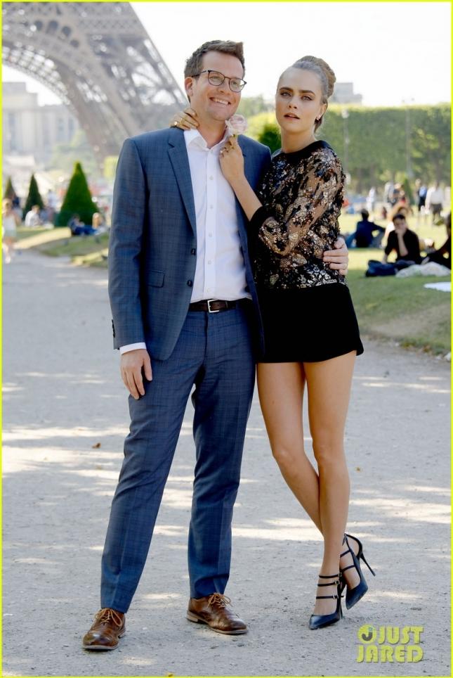 Кара Делевинь и Джон Грин на фотоколле в Париже