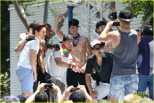 channing-tatum-matt-bomer-surprise-crowd-at-la-pride-27